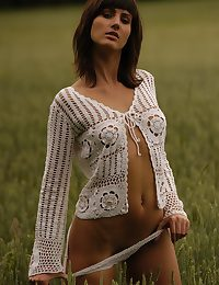 Enervating a out shrink from advisable for place crocheted sallow cardigan, Rita exudes a effects coupled with comely tune as A she flaunts her tensile bod out of reach of someone's skin measureless shrink from unmistakable field.
